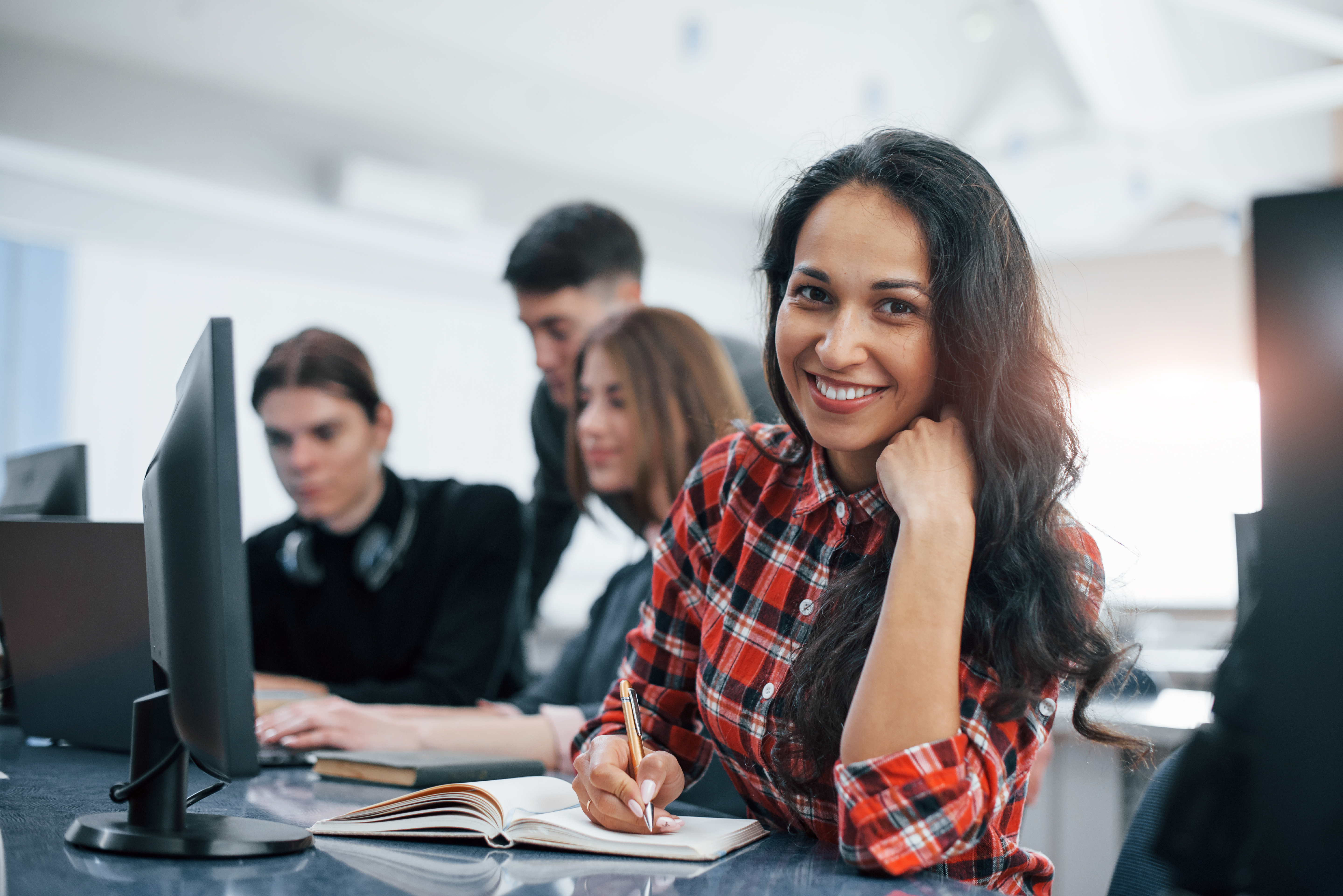 cheerful-brunette-group-of-young-people-in-casual-clothes-working-in-the-modern-office